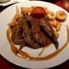 Lammfilet mit Pfeffersauce, Pommes frites und Salat