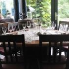 Foto zu Schwäke Waldgaststätte: Tisch mit Blick zum Garten
