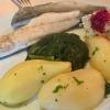 Wolfsbarschfilet auf Weißwein-Senfsoße mit Spinat und Butterkartoffeln