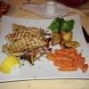Gegrillter Schwertfisch mit Mischgemüse und Rosmarinkartoffeln