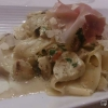 Pappardelle mit Steinpilzen, Salsiccia, Parmaschinken und Parmesan