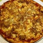 Foto zu Alt Göttschied: Pizza mit Thunfisch und Zwiebeln
