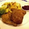 Wiener Schnitzel mit Bratkartoffeln und Preisselbeeren