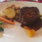 Foto zu Restaurant Mönchbruchmühle: Rinderfiletsteak in Portweinjus, Grillgarnitur, Kräuterbutter u. Bratkartoffeln