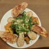 Kürbisviertel, Seitlinge in einem wunderbar ausbalanciertem Herbst-Salat mitten im Bensheimer Herbst !!