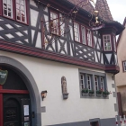 Foto zu karlbacher restaurant | christian rubert: im 17. Jahrhundert waren die Menschen noch klein