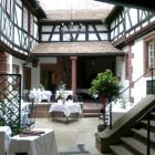 Foto zu karlbacher restaurant | christian rubert: Innenhof