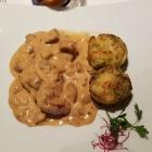 Foto zu Hotel Restaurant Roter Hahn: Kalbsrückensteak mit Steinpilz - Morchelsauce und Brokkoli - Kartoffelgratin
