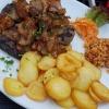 Rinderleber mit Zwiebeln, Bratkartoffeln u. Reis
