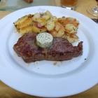 Foto zu Krone das Gasthaus: Rumpsteak mit Kräuterbutter und Bratkartoffeln
