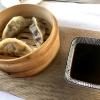 Viki's Wildschwein-Dim Sum gefüllt mit Knollengemüse, Zuckerschoten, Zitronengras, dazu Soja Sauce
