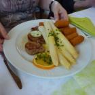 Foto zu Gasthaus zum Schützen: Schweinemedaillon, Spargel, Sauce Hollandaise