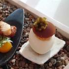 Foto zu Ostseelounge im Strandhotel Fischland: Karamellisiertes Wachtelei mit Trüffel & Störkaviar