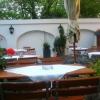 Schattiger Gastgarten