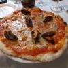 Pizza mit Meeresfrüchten und Mozzarella