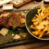 Tagliata mit Parmesan-Rosmarin-Fries und Chimichurri