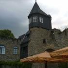 Foto zu Burg Altrathen: Terasse im Burghof mit Elbpanorama
