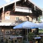 Foto zu Hofkücherl: Seite mit Terrasse