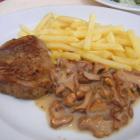 Foto zu Hotel-Gasthof Zur Kapelle: Kleines Filetsteak mit Pfifferlingen und Pommes Frites