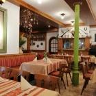 Foto zu Hotel Waldgasthof Wildbad: Gastraum mit offenem Kamin