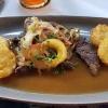 25.06.21. Jungrinderleber vom Grill mit gebratenen Zwiebeln und Apfelscheiben,  frittierten Kartoffeltaler und Biersoße