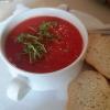 Kalte Tomaten-Melonensuppe mit Kresse