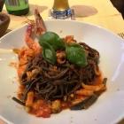 Foto zu Neuenahrer Hof · Ambiente: Schwarze Nudeln mit Meeresfrüchten in Tomaten-Kräuter-Sauce