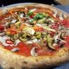 Pizza mit gegrilltem Gemüse