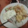 Matjesfilet mit Bratkartoffeln, Hausfrauensoße und Zwiebeln für 9,90 €