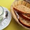 Kräuterquark und Brot