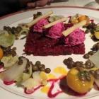 Foto zu Robichon: Ziegenfrischkäse auf Roter Bete mit herbstlichem Gemüse
