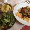 Wildschweinmaultaschen mit gemischtem Salat und ebenfalls Kartoffelsalat (13,20 €).