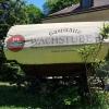alter Planwagen als Sichtschutz und Werbung
