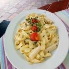 Foto zu Zur Rose: Fränkischer Spargel mit Fettucine, Tomaten und Salat