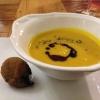 Kürbis – Kokossuppe mit Praline von der Hirschkeule