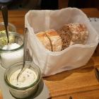 Foto zu Tschebull: Brot mit Butter, Salz und Kürbiskerncreme