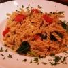 Dinkelpasta mit frischem Spinat, Kirschtomaten, Ziegenkäse und gerösteten Pinienkernen