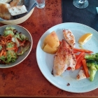 Foto zu Onassis: Dorade mit Calamari und Salat