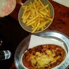Foto zu Onassis: Mittagsmenü: Cyros mit Metaxasoße und Pommes