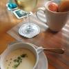 Spargelcremesuppe und österliche Tischdekoration