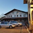 Foto zu Hotel Kern: Blick über den zentralen Marktplatz zum Restaurant