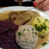 Ochsenschmorbraten  vom bayr. Rind mit Kartoffel – und Semmelknödel mit Blaukraut zu 12,90€