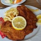 Foto zu Lindenwirt: Schnitzel Wiener Art mit Pommes. 10.02.19