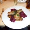 Medaillons vom Schwein mit leicht karamellisierten Rotwein-Schalotten und Kartoffel- Möhren- Rösti