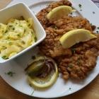 Foto zu Zum Bembelsche: Kalbsschnitzel mit lauwarmen Kartoffelsalat