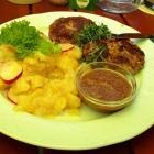Foto zu Zollhäusl: B ayrische Fleischpflanzl aus der Pfanne , Kartoffel-Radieserlsalat  & Händlmaier Senf