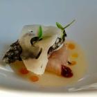 Foto zu Jacobs Restaurant  · Hotel Louis C Jacob: Hamachi mit Yuzu