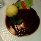 Foto zu Der Millipp: Sauerbraten mit viel dunkler Soße und Kartoffelknödel