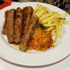 Foto zu Steinmarktklause: Cevapcici mit Reis , Pommes und Beilagensalat