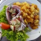 Foto zu Meeresküche Metzner: Matjes Hausfrauenart mit Bratkartoffel
